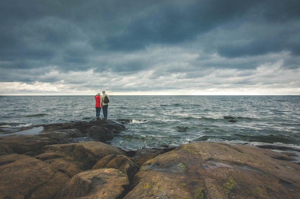 Pohjanmaan rannikolla, Fäbodan alue ja meren tyrskyt syksyllä.