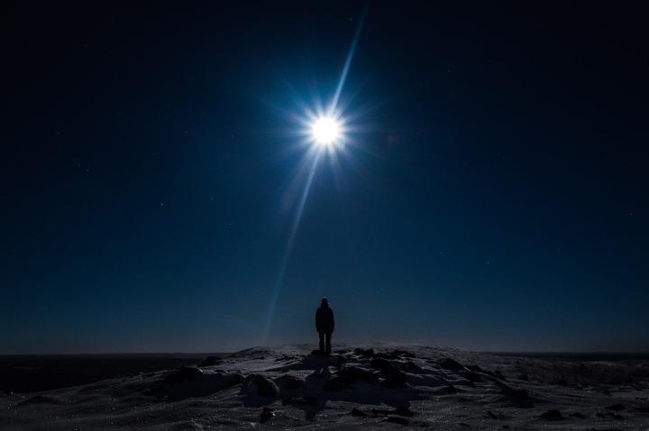 Valoa pimeydessä