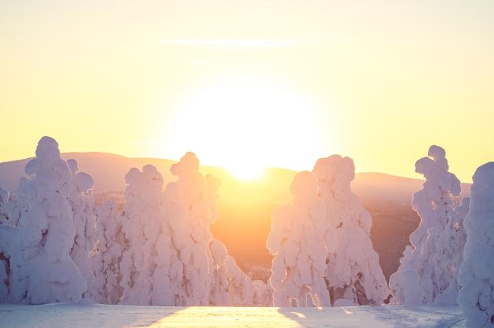 Laskevan auringon valoPyhä-Luostolla