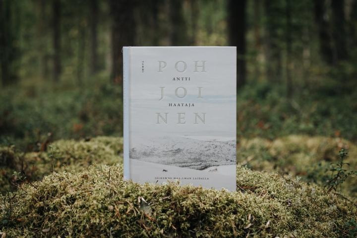 Kirjasuositus pohjoisen ja Lapin luonnon sanoinkuvaamatonta kauneutta ja sen kamppailua muuttuvassa maailmassa ja ilmastossa